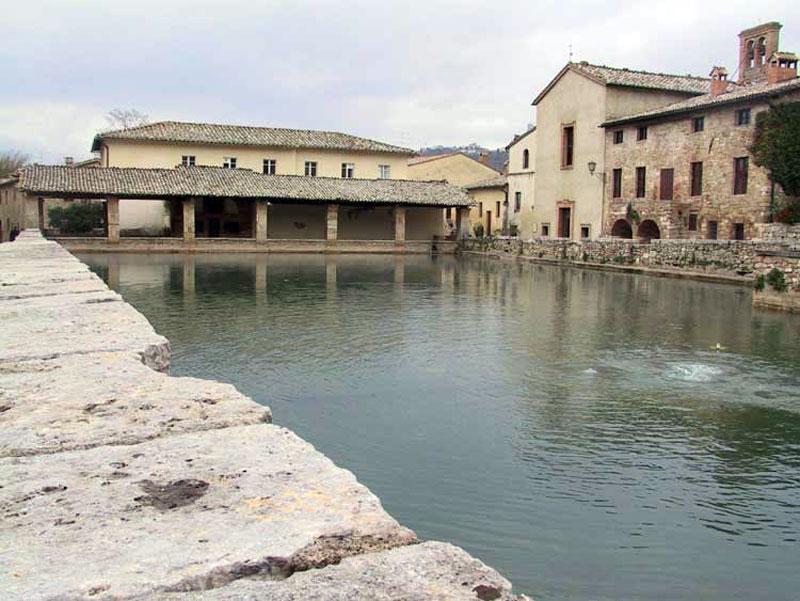 Escursioni e gite tuscanyncc - Ripresa di nascosto in bagno ...